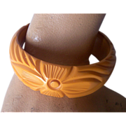 Vintage BAKELITE Bangle Carved Very Deeply Deep Cream Corn Bakelite Floral Motif Mint!