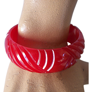 BAKELITE Vintage Bangle Carved Very Deeply Lipstick Red Bakelite Art Deco Motif Mint!