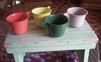 Vintage PLASTIC kitchenware Mugs, Picnic Mugs, Set of Four, c. 1950's