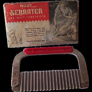 Vintage BAKELITE Kitchenware Serrater/Meat Tenderizer Marked HUOT Manufacturing Co. Mint in Original Cardboard Holder