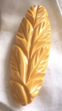 IMPRESSIVE Vintage Bakelite Brooch Pin Carved Deeply Leaf Motif Cream Corn Bakelite