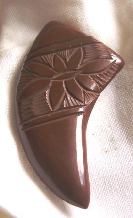 """Vintage BAKELITE Brooch Carved """"Horn of Plenty"""" Shape"""