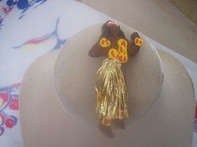 "UNUSUAL Vintage WOOD Brooch HULA Girl with ""Grass"" Skirt Mint!"