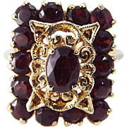 Vintage 18K Yellow Gold Garnet Cluster Filigree Cocktail Ring Jewelry