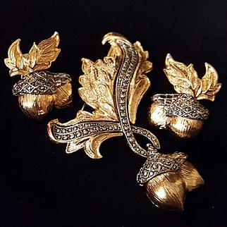 AVON~Beautiful Huge Vintage Goldtone/Hematite Rhinestone Acorn Brooch/Earrings