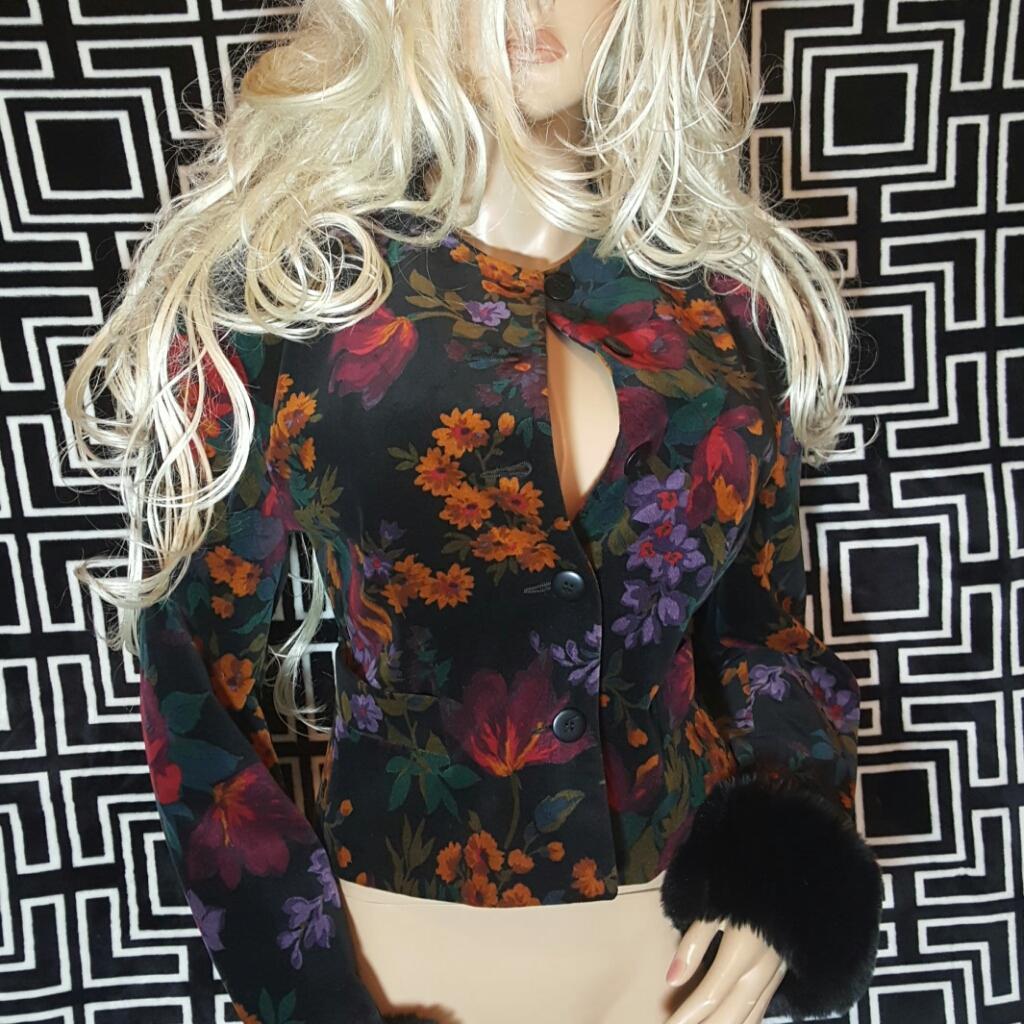 MADE IN ITALY~SZ 42/8~Amazing Vintage Black Velvet Floral Blazer/Jacket W/Faux Fur Trim