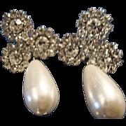 VINTAGE faux tear drop pearl pierced earrings with pave rhinestones
