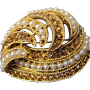 VINTAGE Beautiful swirl gold tone Brooch with topaz rhinestones and faux seed pearls