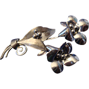 VINTAGE STERLING silver pin/brooch depicting a pair of floral bouquets