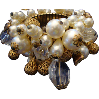 VINTAGE Huge Faux pearl, filigree beads and lucite expansion bracelet