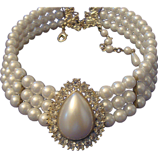VINTAGE DRAMATIC 3 Strand Faux Pearl Bib CHOKER with huge rhinestone center