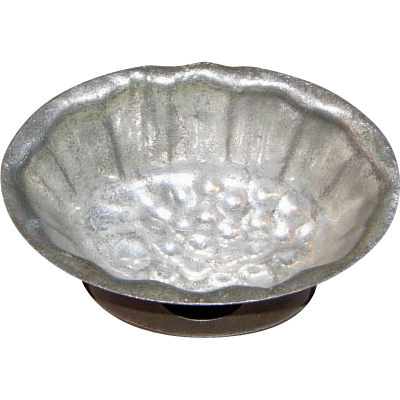 Tin Mold with Corn Bottom Design