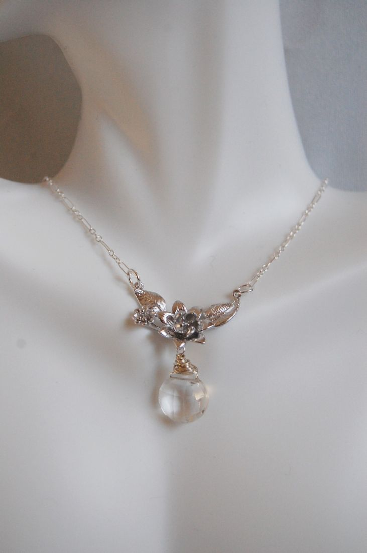 Crystal Quartz And Flower pendant Necklace