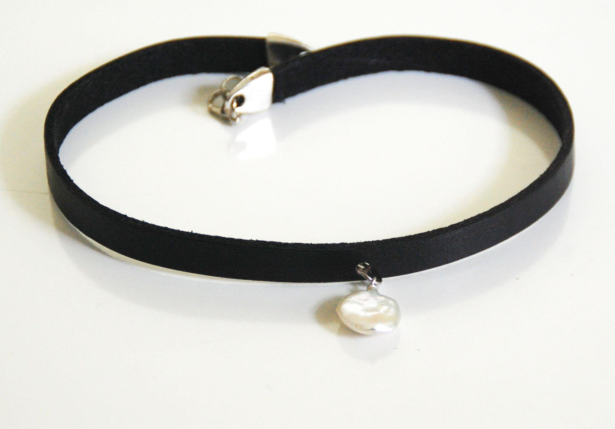 Roll Over Large Image To Magnify, Click Large Image To Zoom Expand  Description Genuine Leather Choker Necklace With Pearl