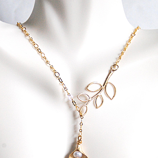 Gold Lariat Necklace -Pearl, Calla Lily and leaf Lariat Necklace- Wedding Jewelry - Bridesmaids Gift- Bridal Necklace- Gift Ideas-Birthstone