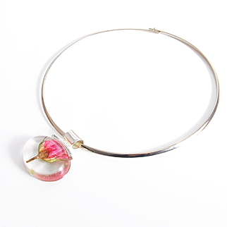 Resin Choker Necklace With Real Rose Flower- Resin Rose Pendant- Resin Pendant Necklace- Choker Pendant- Silver Choker Necklace-Collar     Resin Choker Necklace With Real Rose Flower- Resin Rose Pendant- Resin Pendant Necklace- Choker Pend