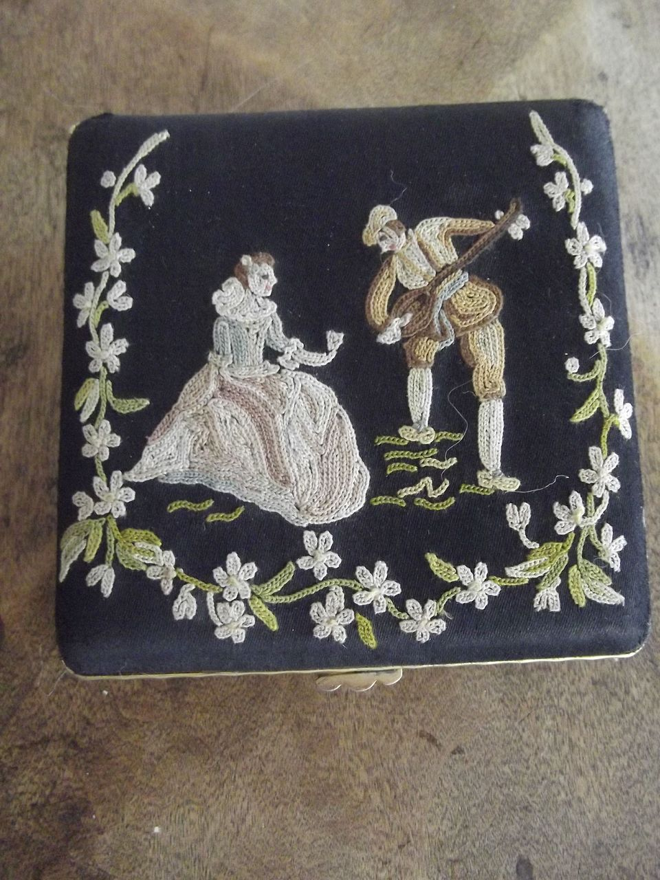"Compact  With Fine Needlework""Broderie Main"""