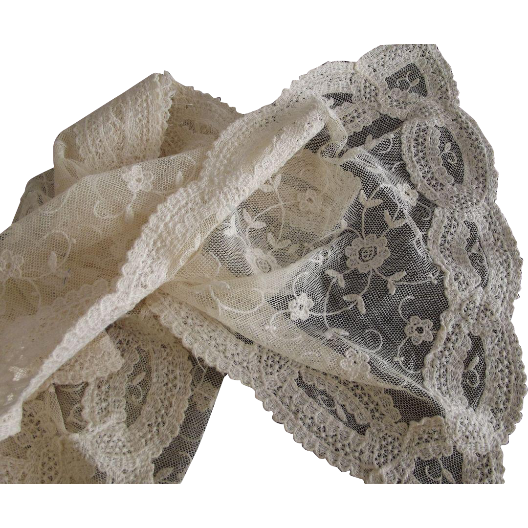 Net and Lace Runner