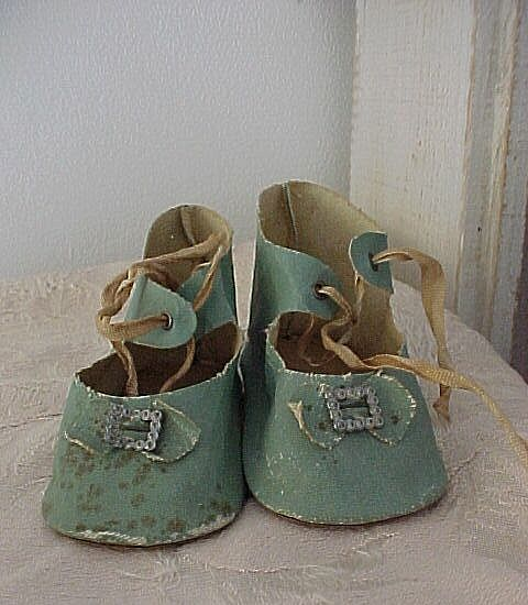 Green Shoes Size 10
