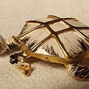 Hattie Carnegie Turtle Trembler