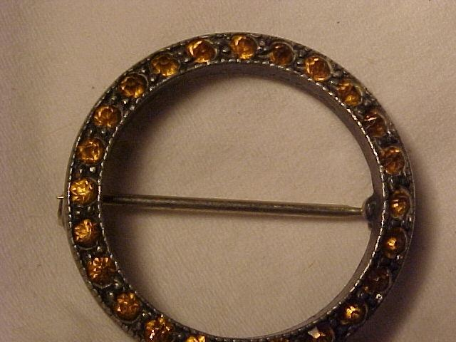 Pretty Tiny Victorian Circle Pin