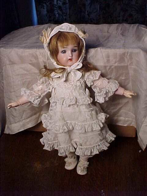 Pretty Small Kammer and Rheinhardt Doll