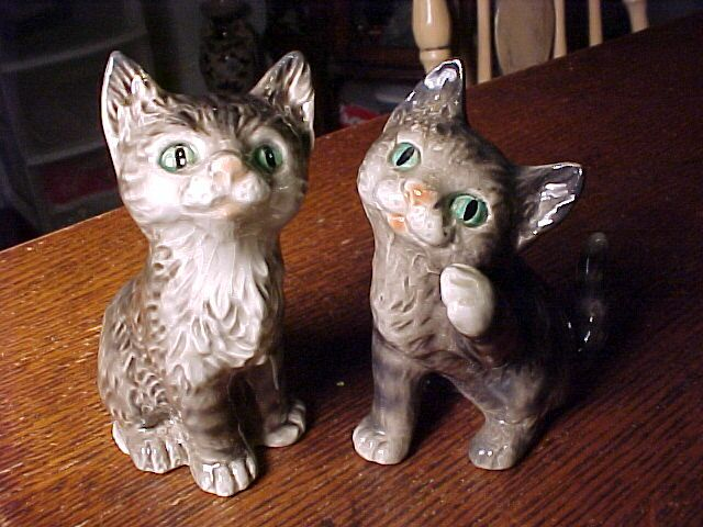 Pair of Kittens One Goebel