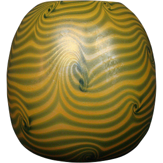 Durand art glass coil decoration rosebowl vase signed