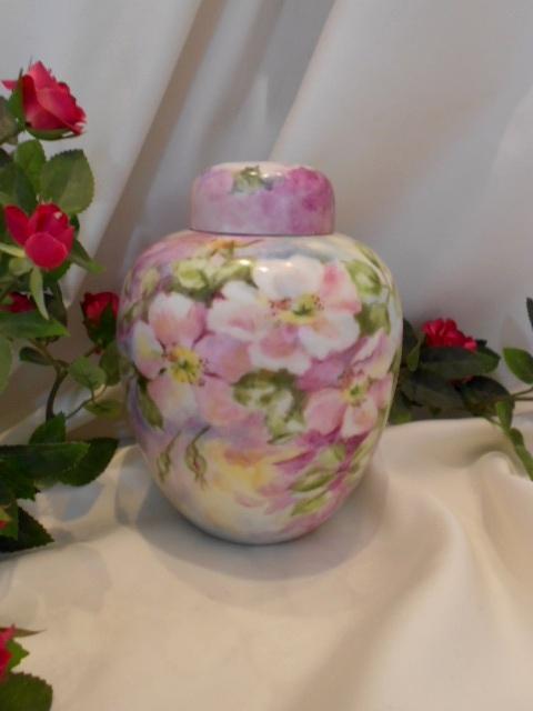 Lovely Vintage Covered Ginger Jar; Aritst; Naturalistic Roses