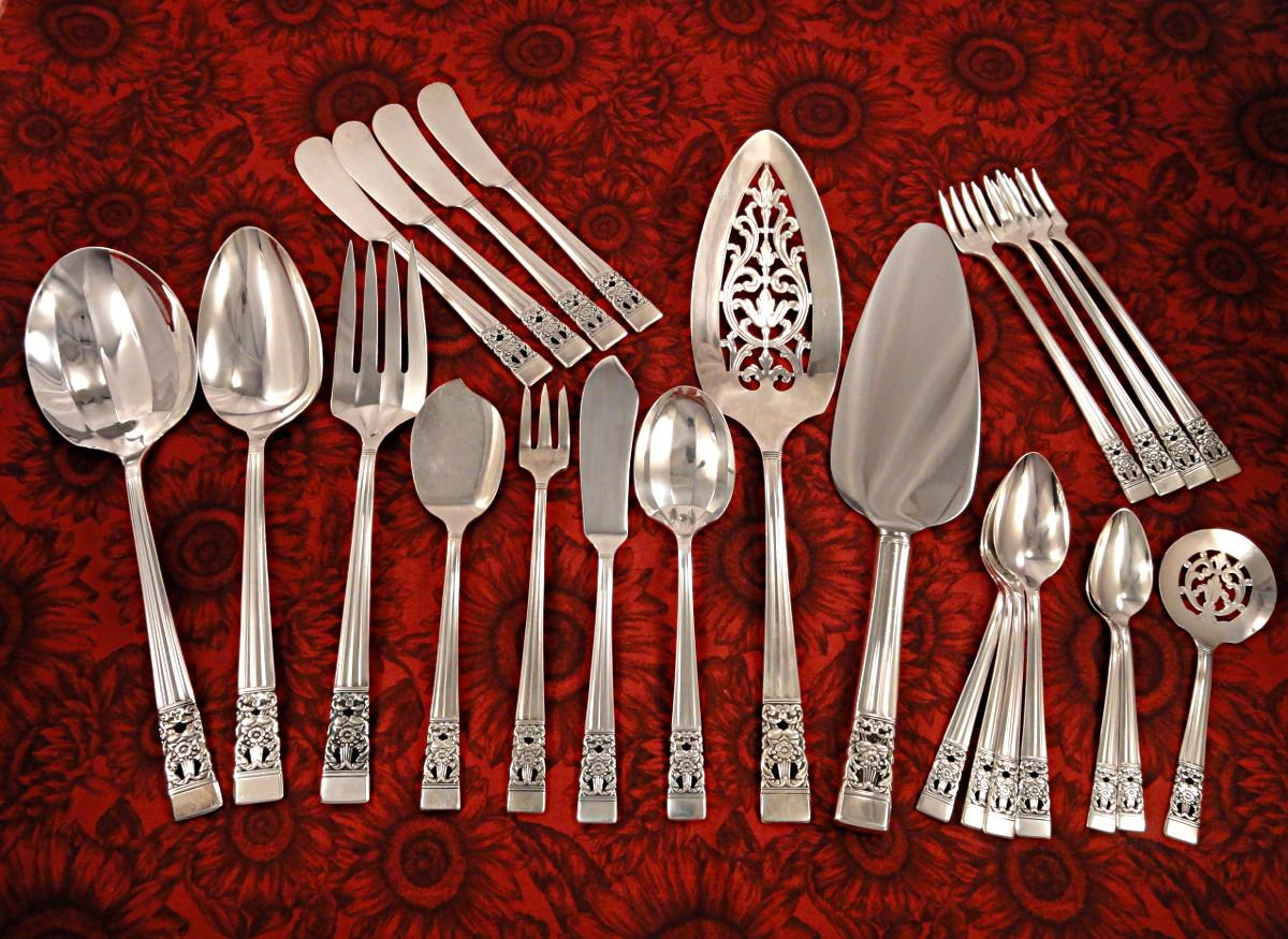 Oneida Community Plate Coronation Art Deco Silverware Set