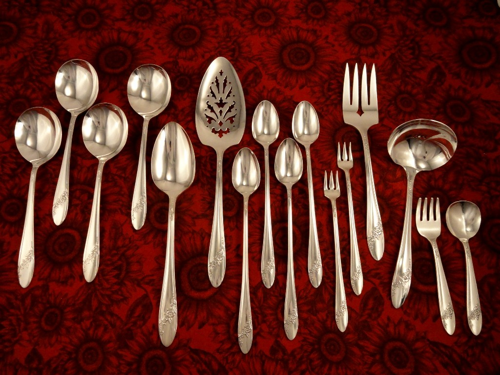 oneida tudor plate queen bess ii vintage 1946 silver plate