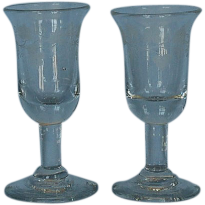 Early 19th Century Pair of English Etched Clear Glass Wine Glasses
