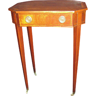Vintage American Federal Style Mahogany Side Table Circa 1940