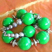 Funky 1970's Green Wood Ball Choker