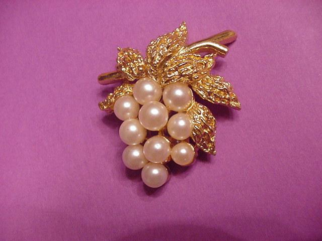 Vintage Costume Jewelry Trifari Faux Pearl Grapes Pin