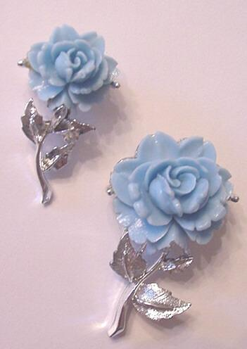 Wedding Cake Style Blue Molded Roses Pin Set