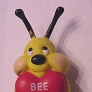 Vintage Plastic Be Bee My Valentine Pin