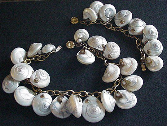 Quality Shells and Faux Pearls Necklace and Bracelet