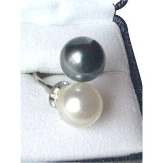 Faux Black and White Pearl Ring