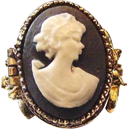 Vintage Art Cameo Poison Ring