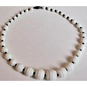 Custard Glass Art Deco Bead Necklace