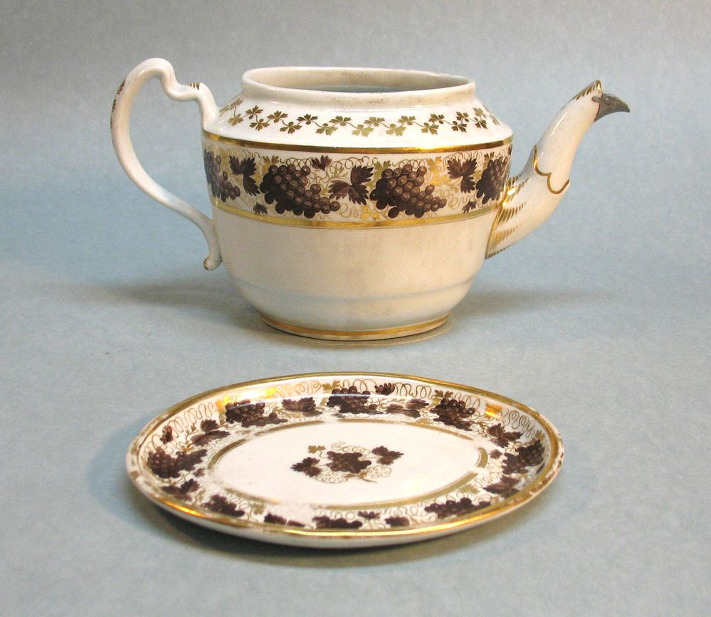 Barr Period Worcester Porcelain Teapot/Stand (as is) circa. 1800