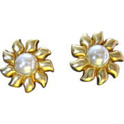 Vintage 1980's Erwin Pearl Faux Gold and Pearl Clip On Earrings
