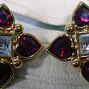 Vintage 1980's Elegant Monet Clip On Rhinestone Earrings!