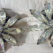 Vintage Weiss Rhinestone Flower Clip On Earrings, 1950's