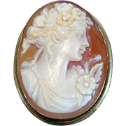 Beautiful Carved Cameo Set in 18K Gold Brooch