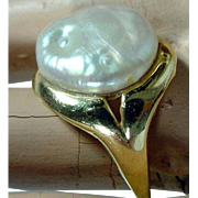 Modern 14K Gold with Fresh Water Pearl Ladies Ring