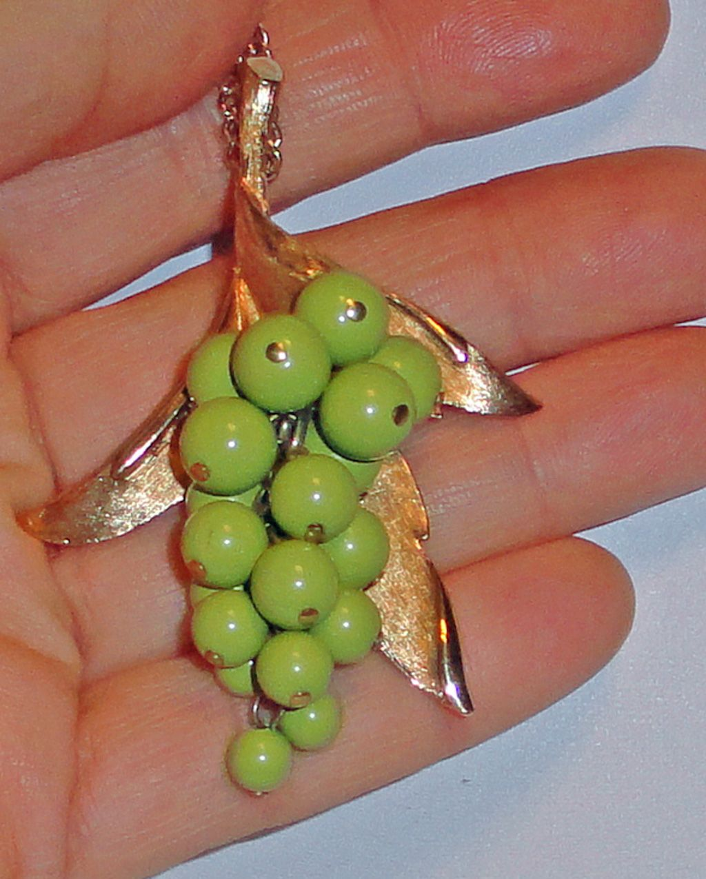Judy Lee Green Grape Cluster Pendant Necklace Articulated