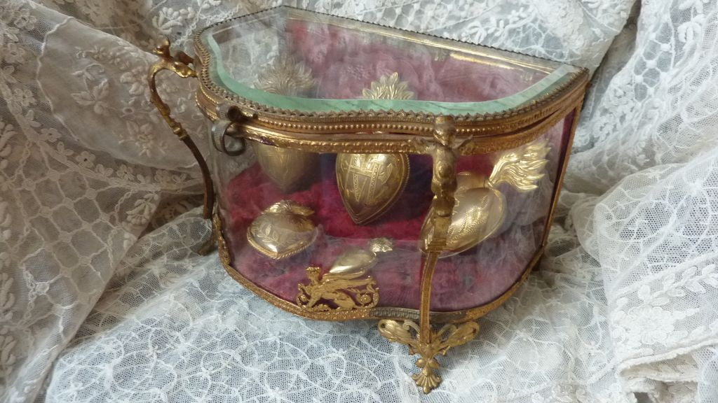 Rare 19th C.  display curved box casket vitrine  Empire motifs