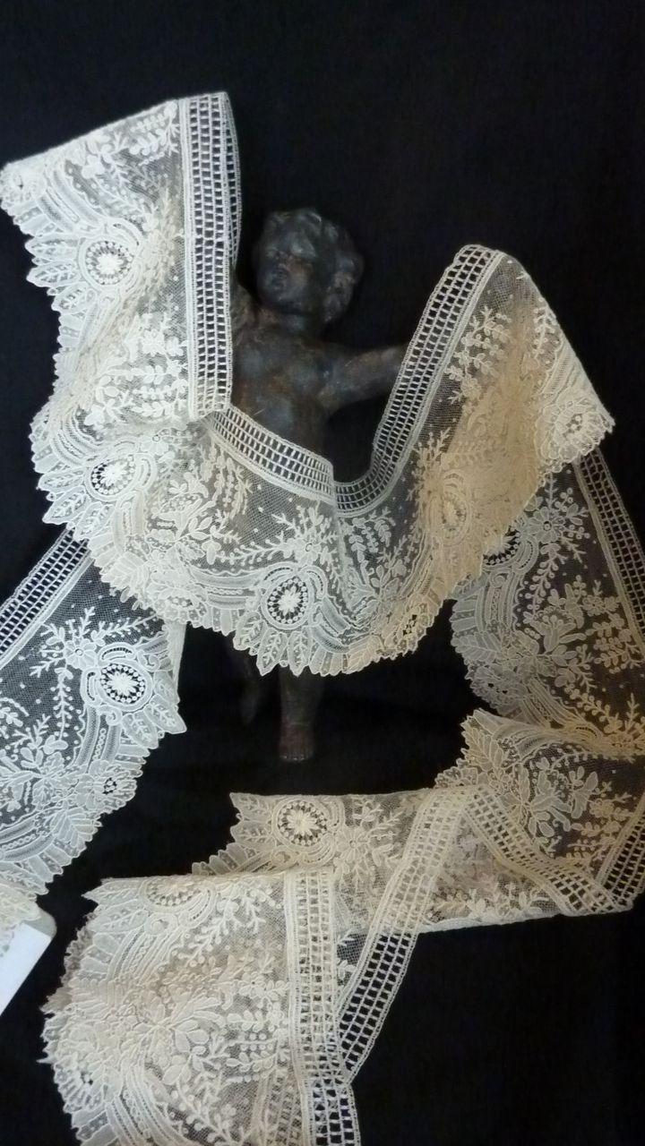 Exquisite flounce UNUSED  Brussels point de gaze needle lace + 5 yards